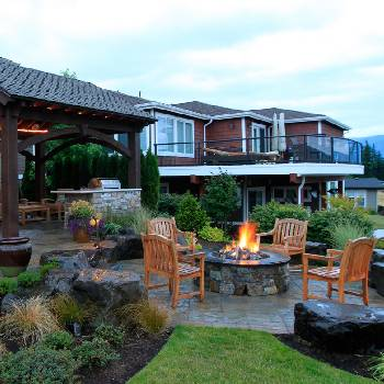 PAtio with Fire-Pit, Grilling Station & Gazeebo